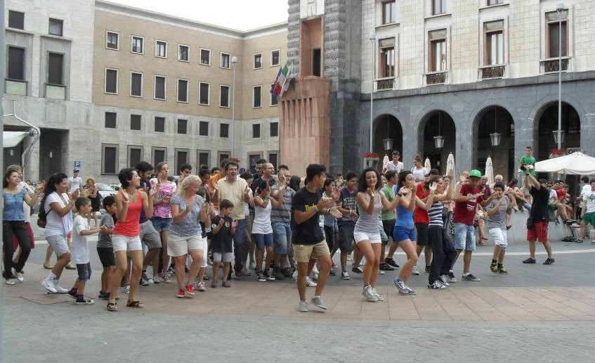 Un flash mob per mandare un messaggio di fede